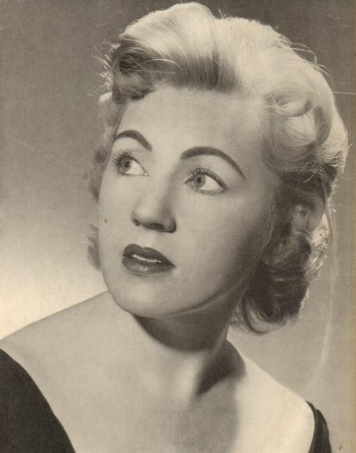 Pierrette ALARIE, portrait publié au recto de la pochette du disque Telefunken PLB 6169