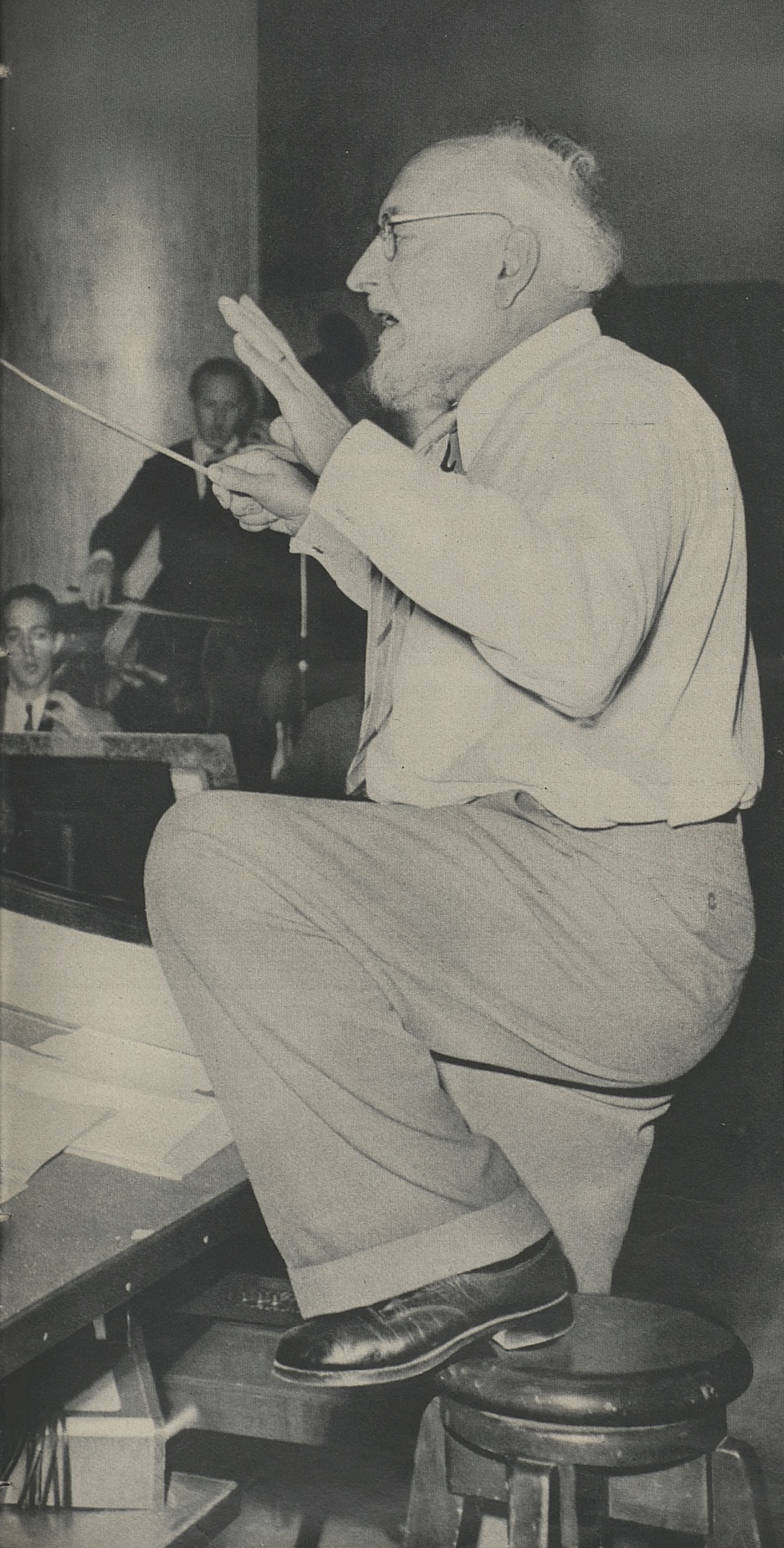 Ernest ANSERMET en répétition, env. 1950, «Photo Bertrand, Genève», publié entre autres dans «L'Illustré» du 26 octobre 1950, No 43, page 9, Cliquer sur la photo pour une vue agrandie