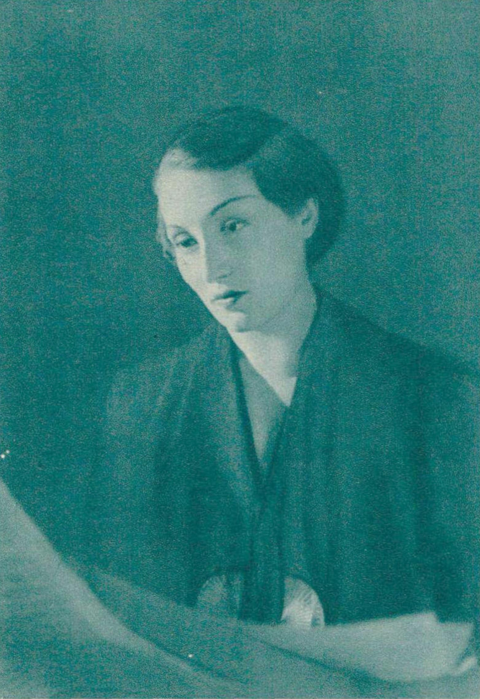 Jacqueline BLANCARD vers 1938, un portrait fait par Boris Lipnitzki, publié entre autres dans la revue Le Radio du 10 juin 1938 en page 910