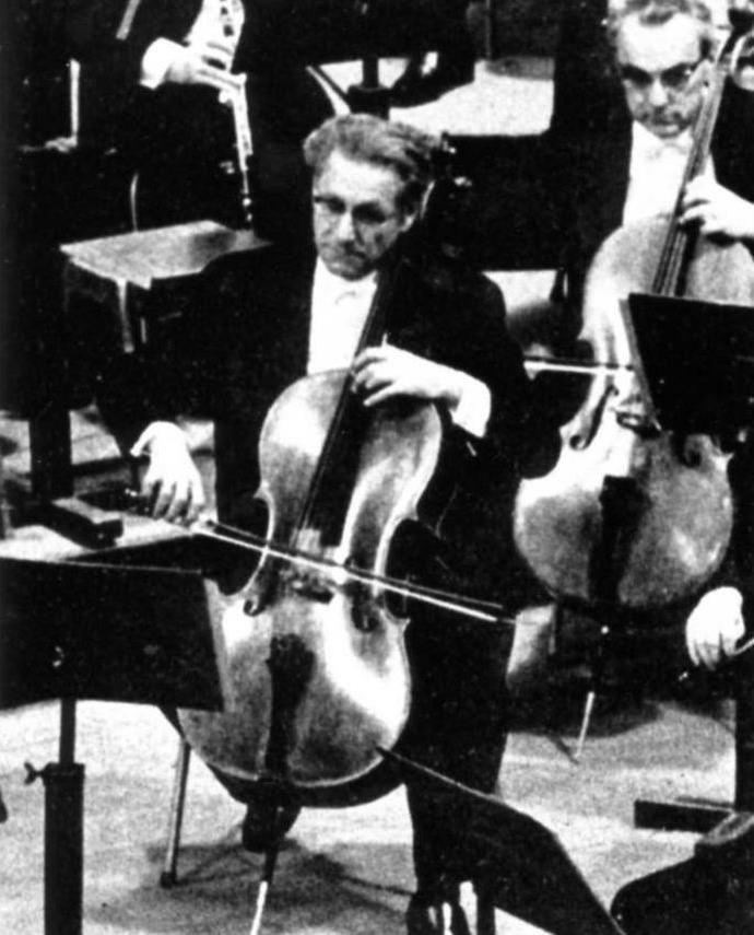 Emanuel BRABEC, 1er violoncelle de l'Orchestre Philharmonique de Vienne, date et photographe inconnus