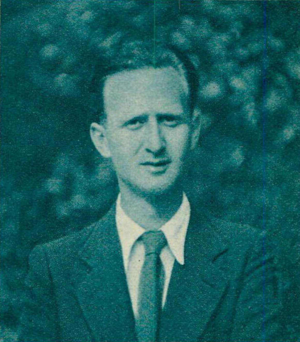 Pierre Colombo à la fin de ses études, un portrait fait par Photo Fransioli, Montreux / Vevey, publié dans la revue Radio Actualités du 25 juin 1943, No 26, en page 807. Cliquer pour une vue agrandie