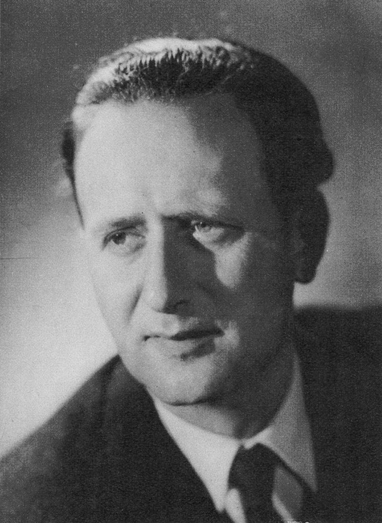 Pierre COLOMBO, un portrait fait par Photo Le Foulon, Genève, publié notamment dans la revue Radio Actualités du 21 juillet 1950, No 29 page 1168, Cliquer sur la photo pour une vue agrandie