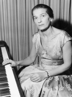 Annie FISCHER en 1962, lieu et photographe inconnus
