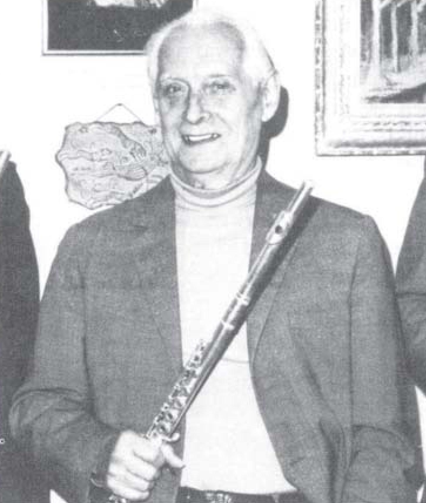 Robert HÉRICHÉ en ??, portrait publié en 1991 dans https://www.moeck.com/uploads/tx_moecktables/1991-1.pdf_S._369-376.pdf, Cliquer sur la photo pour une vue agrandie