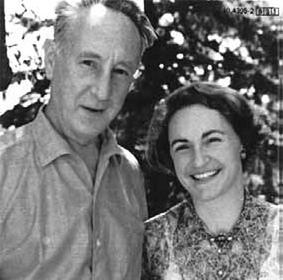 Le compositeur tchèque Bohuslav Martinu (1890-1959) avec la pianiste suisse Margrit Weber (1924_2001), en Suisse vers 1957