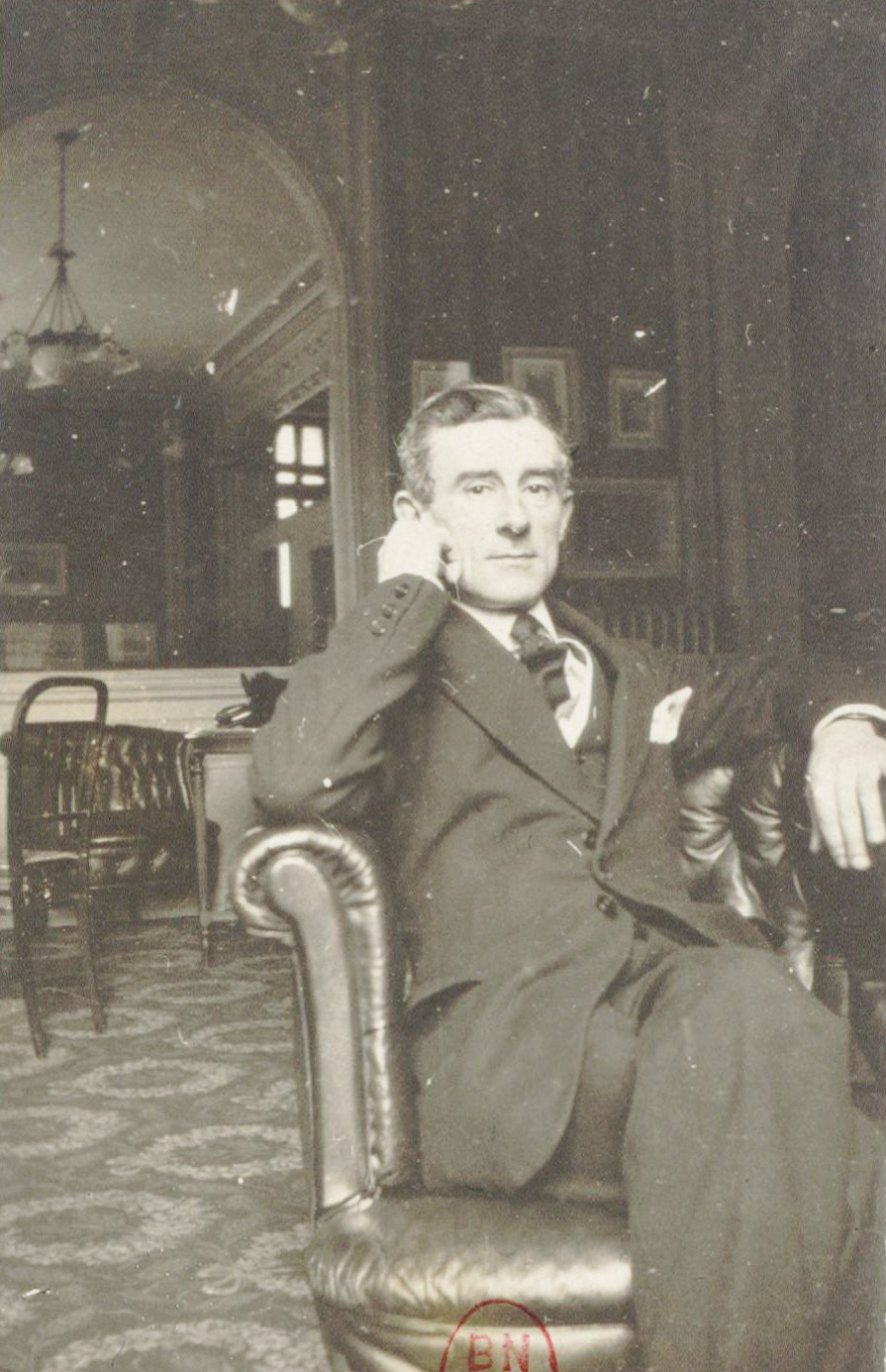 Maurice Ravel, date d'édition: 1928. Format: 1 photogr. pos. ; 6 x 4 cm. Notice de recueil: http://catalogue.bnf.fr/ark:/12148/cb386431110. Notice du catalogue: http://catalogue.bnf.fr/ark:/12148/cb396202954. Identifiant: ark:/12148/btv1b8423973j, https://gallica.bnf.fr/ark:/12148/btv1b8423973j.r=Maurice%20Ravel?rk=107296;4. Source: Bibliothèque nationale de France