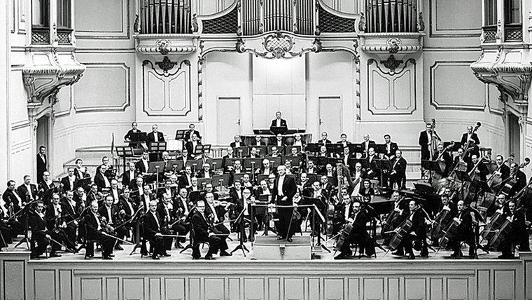 Das NWDR Sinfonieorchester und Hans Schmidt-Isserstedt<br />spielen um 1955 in der Hamburger Musihalle