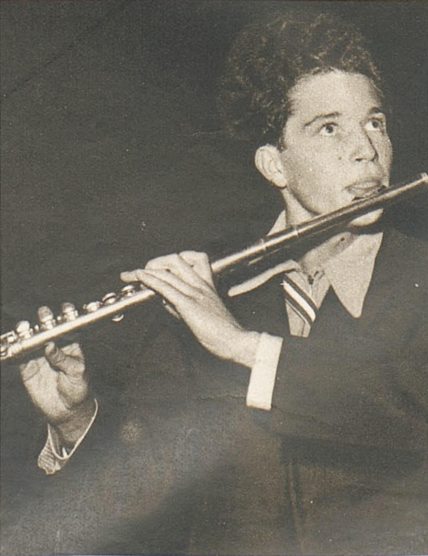 Aurèle NICOLET lors de son premier prix au Concours de Genève 1942, une photo publiée dans la revue «L'Illustré» du 15 octobre 1942 en page 1371, cliquer pour une vue agrandie