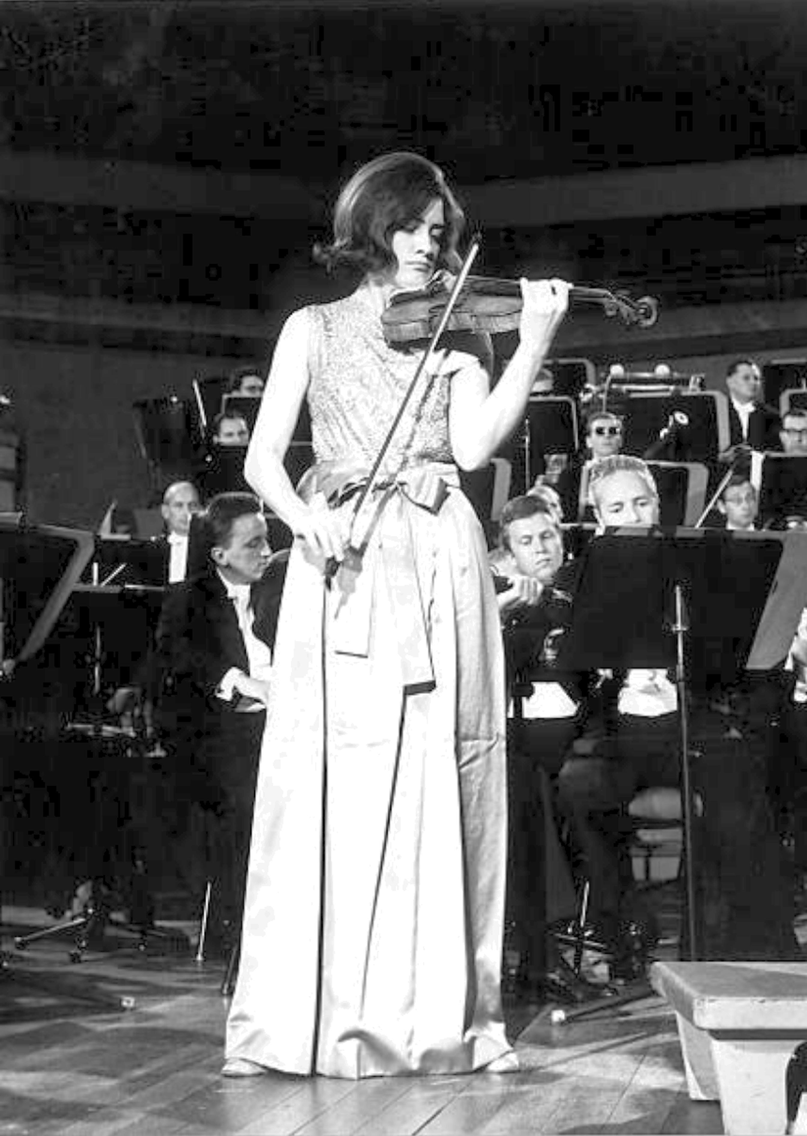 Edith PEINEMANN en 1968, Cliquer sur la photo pour une vue agrandie et les références