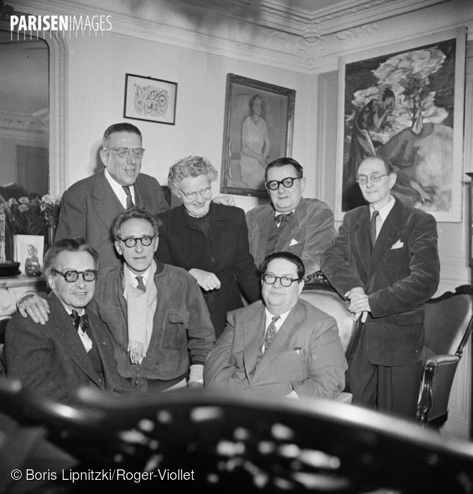 Le groupe des Six et Jean Cocteau. De gauche à droite, debout: Francis Poulenc, Germaine Tailleferre, Georges Auric, Louis Durey. Assis: Arthur Honegger, Jean Cocteau et Darius Milhaud. Paris, décembre 1951, cliquer sur la photo pour voir l'original et ses références
