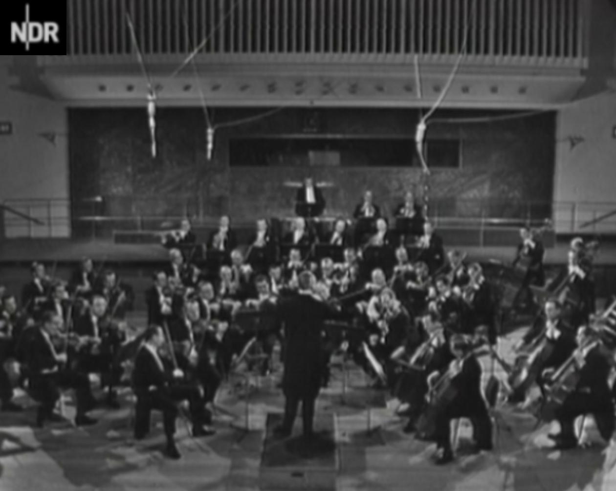 Hans SCHMIDT-ISSERSTEDT dans les années 1960 dirigeant l'Orchestre Symphonique de la NDR