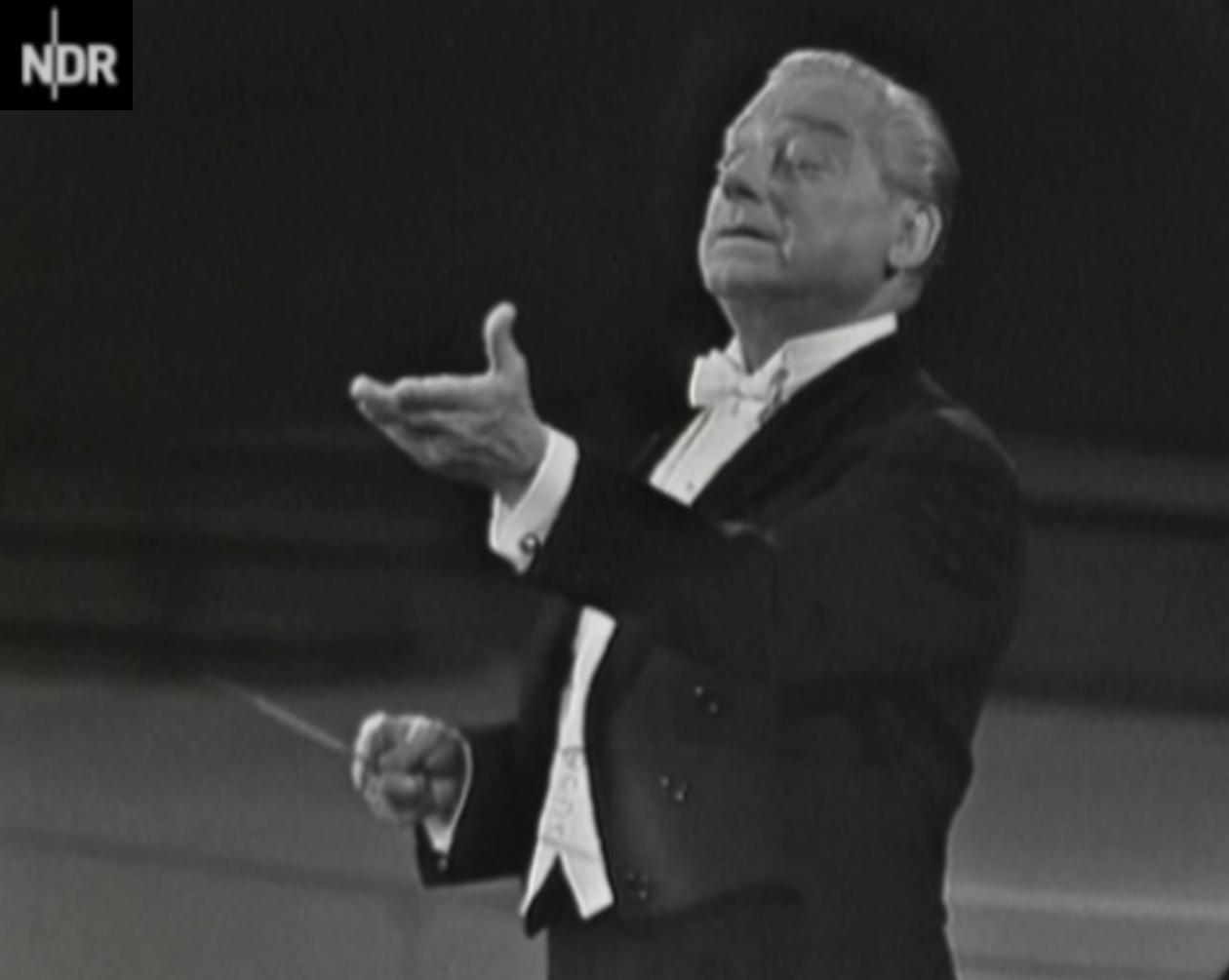 Hans SCHMIDT-ISSERSTEDT dans les années 1960 dirigeant l'Orchestre Symphonique de la NDR (cité d'un film tourné par la NDR, voir la référence dans le texte)