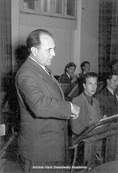 Hans SWAROWSKY, Cliquer sur la photo pour voir l'original et ses références