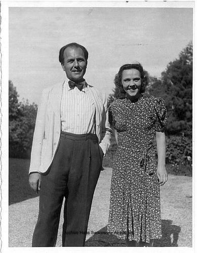 Hans SWAROWSKY avec son épouse Maria, Poecking 1945 - Cliquer sur la photo pour voir l'original et ses références