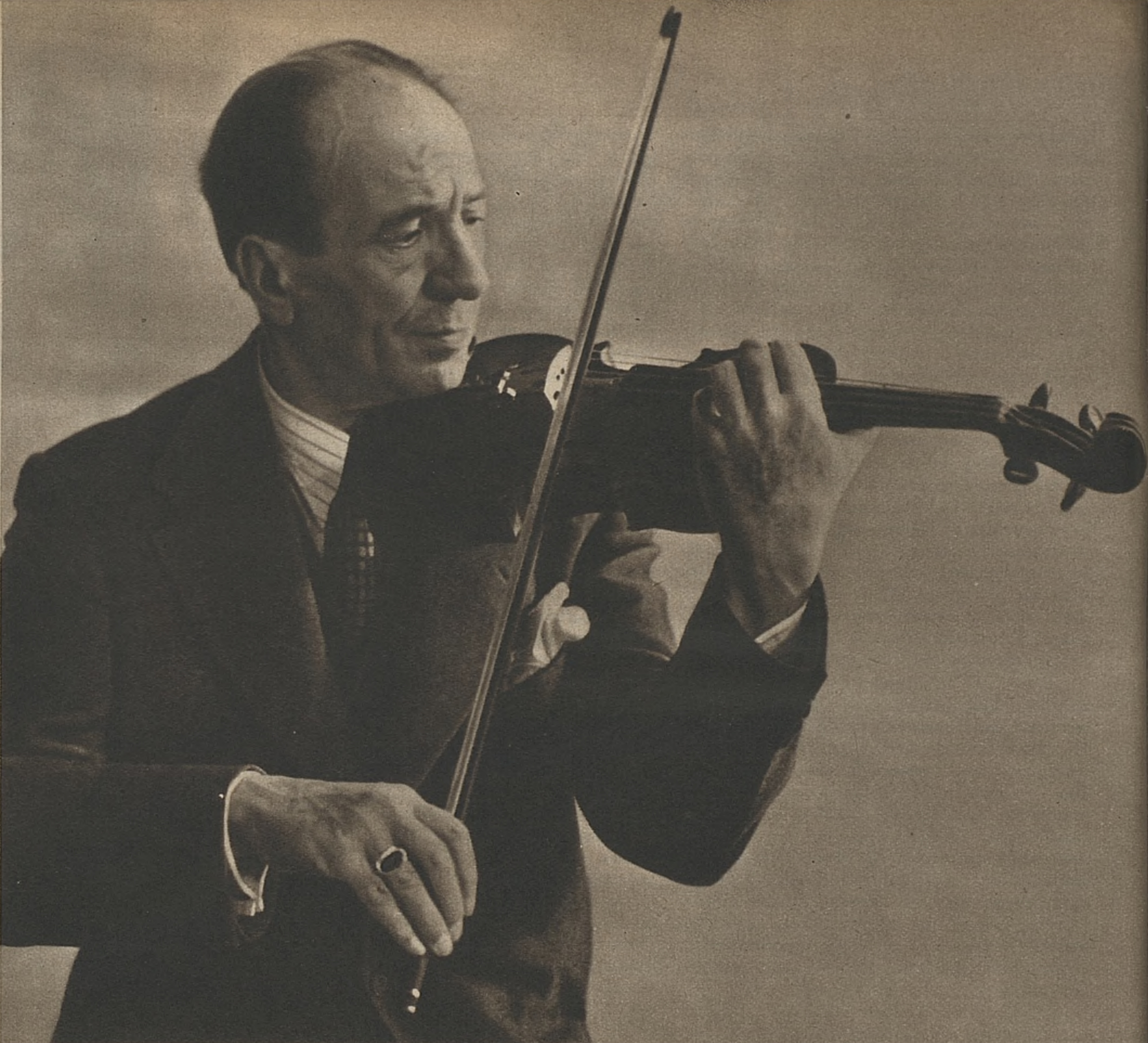 Jacques THIBAUD, un portrait fait par «Photo KETTEL», publié entre autres dans la revue «L'Illustré» du 27 novembre 1941, No 48, page 1504
