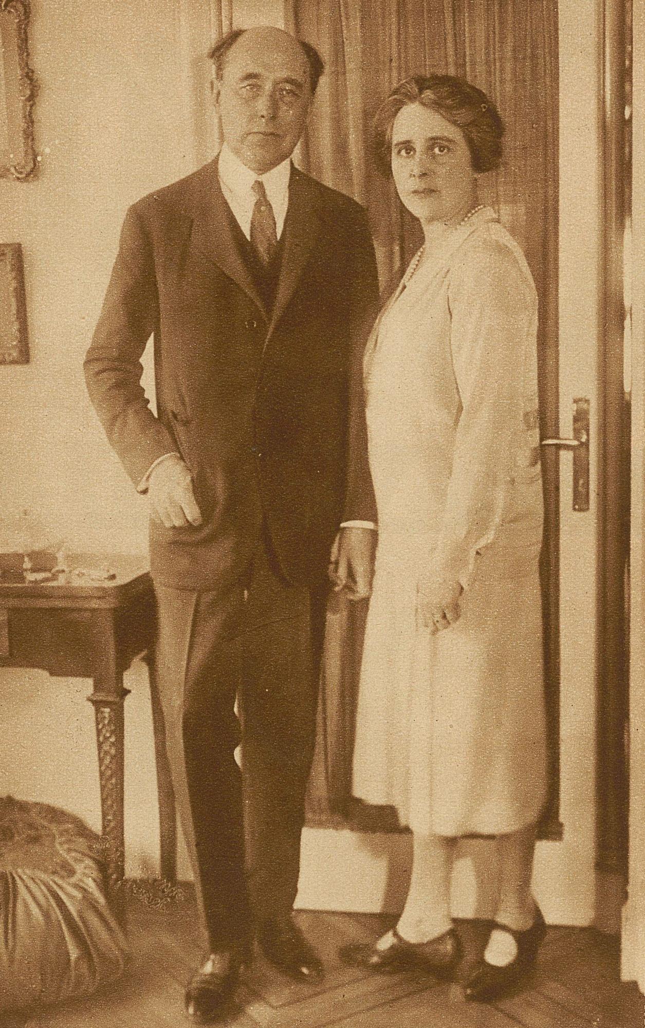 Felix WEINGARTNER et son épouse Carmen, Bâle, 1927, Photo Teichmann, publiée dans le Zürcher Illustrierte, 1927, Cahier 24, page 2, http://doi.org/10.5169/seals-757946, cliquer pour voir l'original