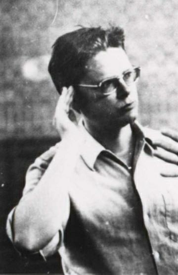 Hans ZENDER à Darmstadt en 1972, extrait cité d'une photo le montrant en conversation avec Iannis Xenakis, Cliquer sur la photo pour voir l'original et son contexte